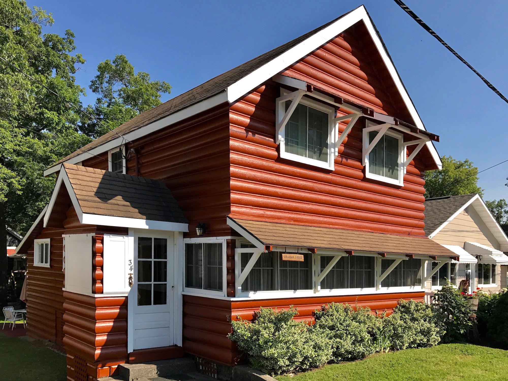 34 Huron St., Grand Bend - Cottages for Rent