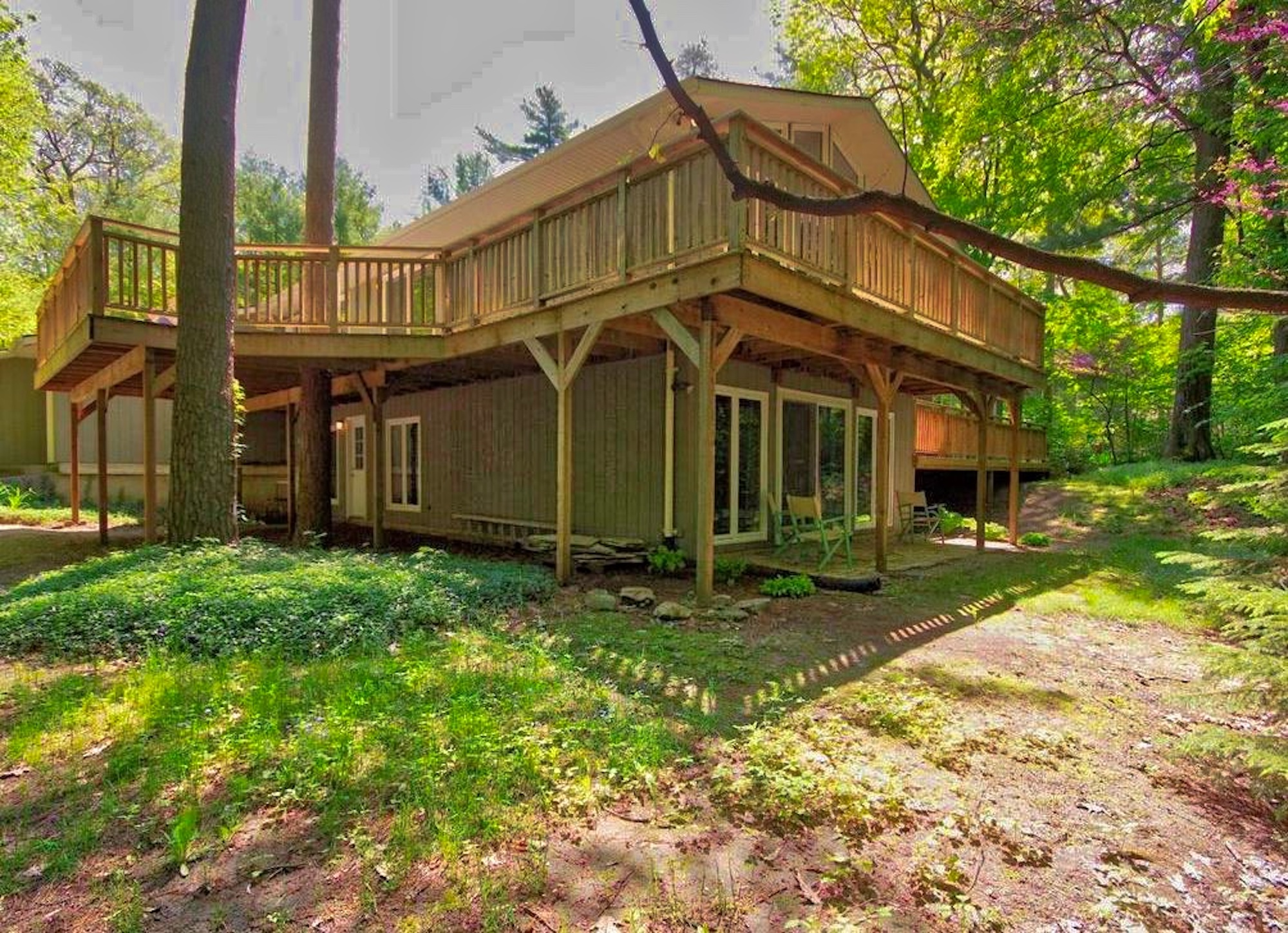 Grand Bend Cottage at 10293 Lakeview Ave. | RentHuron